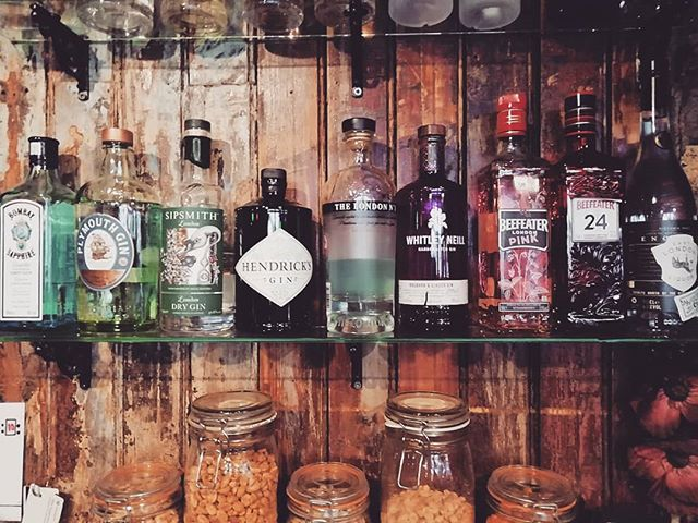 Who doesn't like a lovely g+t ay? We have a great selection of gins to keep you refreshed this spring #gin #hendricks #whitleyneill #ginandtonic #thebellpub