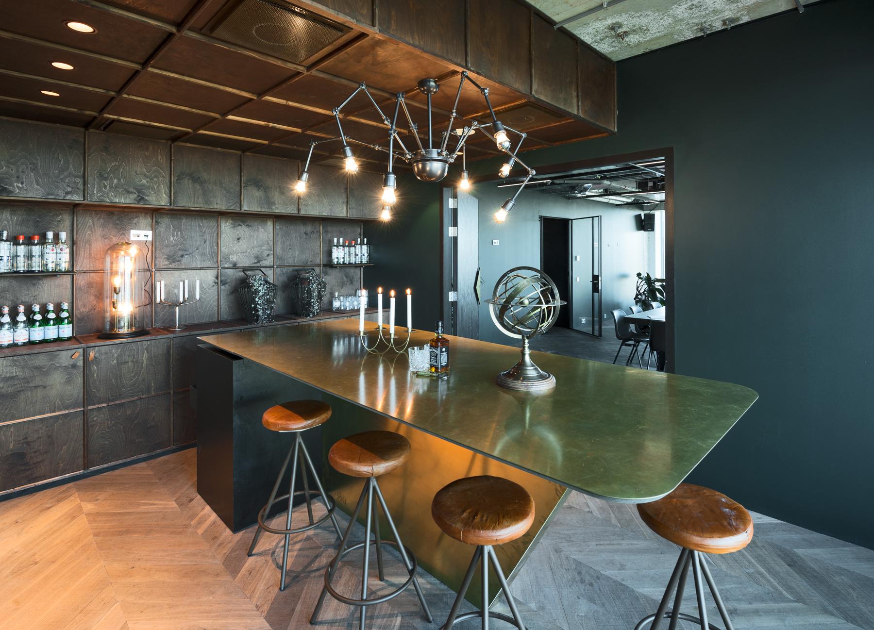 The Press Room - Oppervlakte: 49 m² + 18 m²Dimensies: 6 x 9 m + 6 x 3 mHoogte: 2.75 mCapaciteit: 50 gasten (max)Plattegrond (PDF)