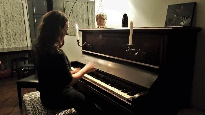 Laura Reznek - performing at McArthur Castle