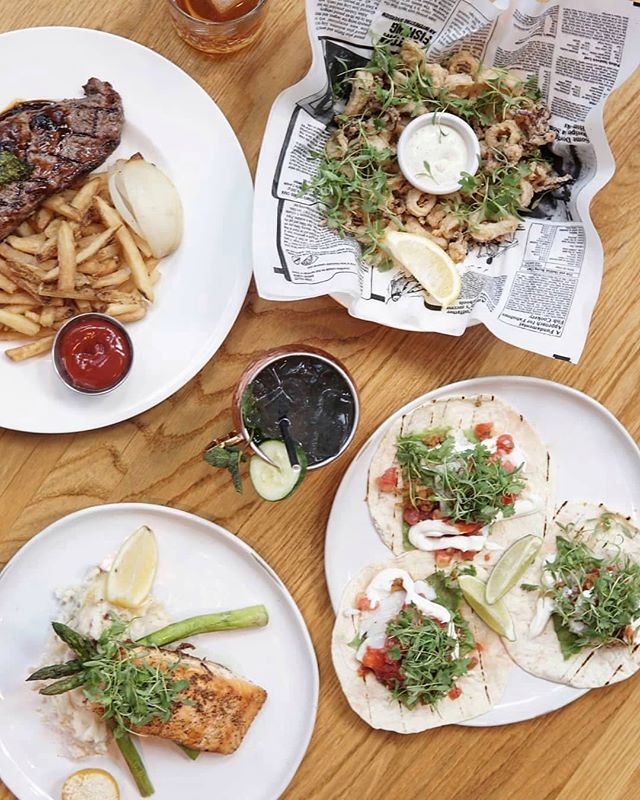 It was great having @food.diva dine with us recently where she ordered our Pan Roasted Atlantic Salmon, Steak Frites, Crispy Fried Calamari, and the Fish Tacos 😎 #Pick6ixSports #WaybackWednesday . . . . . #calamari #atlanticsalmon #steak #tacos #tacotime #sportsbar #toronto #the6ix #food #foodie #instafood #eat #financialdistrict #canada #toronto#TOfoodie #TOEats