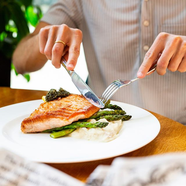 Our delicious Pan Roasted Atlantic Salmon is served with buttermilk mashed potatoes, roast asparagus, and mint-pine nut pesto. 🐠 Hit the link in bio for reservations! #Pick6ixSports . . . . . #catchoftheday #atlantic #atlanticsalmon #asparagus #mashedpotato #weekend #sportsbar #toronto #the6ix #food #foodie #instafood #eat #financialdistrict #canada #toronto#TOfoodie #TOEats 📸: @e_fancy