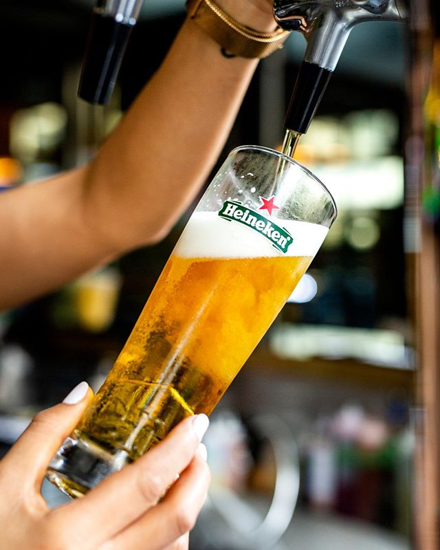 Take a pitcher, it'll last longer. 😏 It's #NationalDrinkABeerDay, and you should celebrate with us! Grab a pint from our draught selection, and we'll see you at the bar. 🍻 #Pick6ixSports⁠ .⁠ .⁠ .⁠ .⁠ .⁠ #stella #stellaartois #coldones #brew #happyhour #raiseaglass #sportsbar #toronto #the6ix #food #foodie #instafood #eat #financialdistrict #canada #toronto#TOfoodie #TOEats