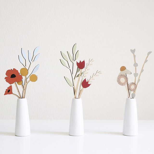 Inspired by the wildflowers blooming near our mountainside home. ⠀⠀ Each of these stems were hand drawn, laser cut, and hand painted before arranged in the stoneware vases. They're part of the Plants You Can't Kill collection, which stays fresh year round 😊  ⠀⠀  ⠀⠀  ⠀⠀  ⠀⠀ #modernceramics #contemporaryart #contemporaryceramics #ceramicist #lasercut #foundmademodern #handmade  #sdfoodie #ceramics #stylingprop #tabledecor #chasinglight #ceramicsdaily #contemporarycraft #porcelain #abmcrafty #noticingceramics #madeinsandiego #sandiegomaker #slowliving #keramik #potterygram #weddingflorals #chefstable #weddingfavors #homedecor #homesweethome #babyshowerdecor #bridalshowertheme #babyshowertheme