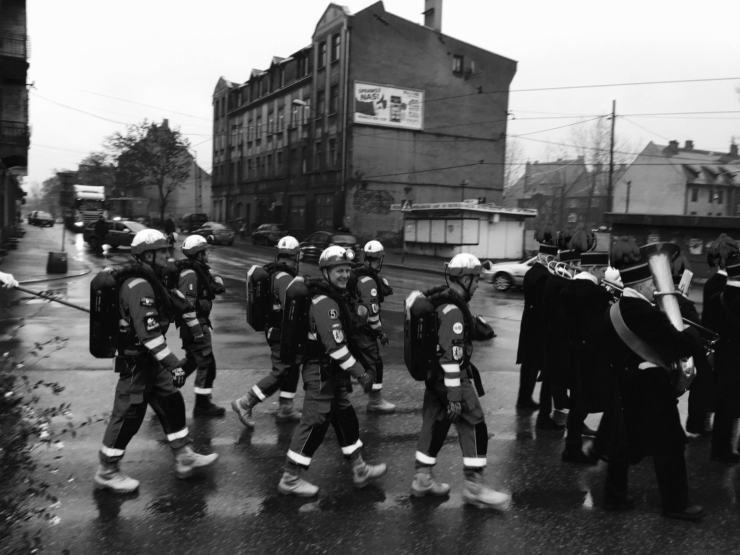 Le 4 décembre 2019, des mineurs de charbon lors d'un défilé en l'honneur de Sainte-Barbe, la sainte protectrice des mineurs de charbon près de la ville de Bytom.