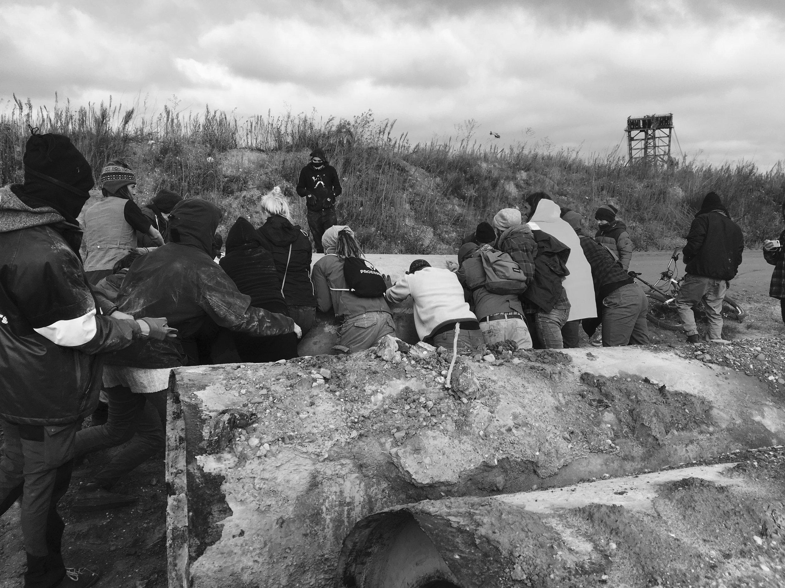 Des activistes construisent des barricades à la mine de Hambach, le 27 octobre.