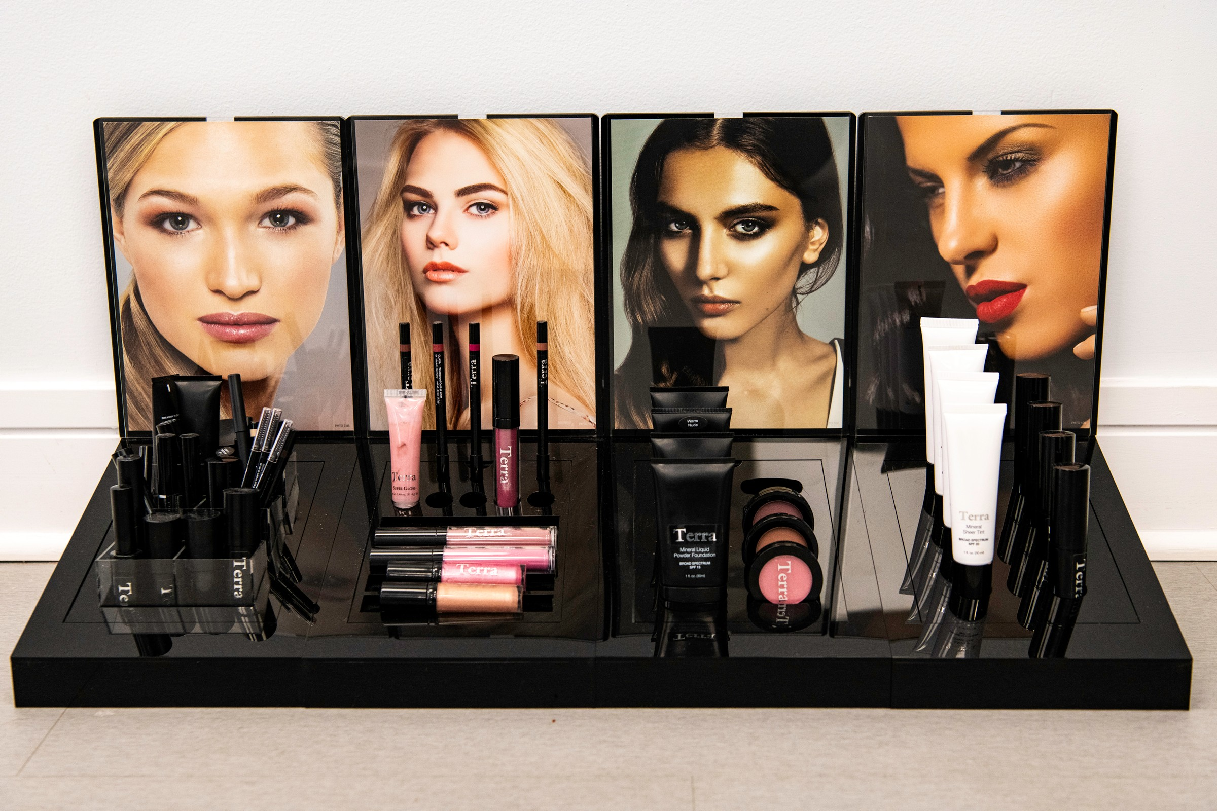 terra northbrook salon make up station.jpg