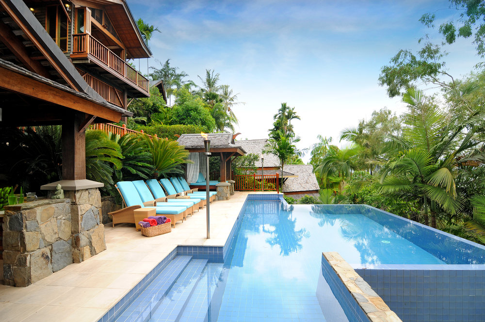 Villa-PoolsideView-02.jpeg