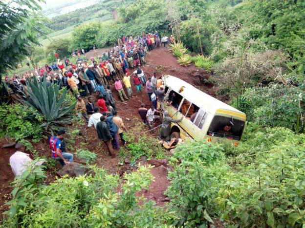 Residents gather at the scene of an accident that killed schoolchildren, teachers and a minibus driver at the Rhota village along the Arusha-Karatu highway in Tanzania's northern tourist region of Arusha, May 6, 2017. REUTERS/Emmanuel Herman