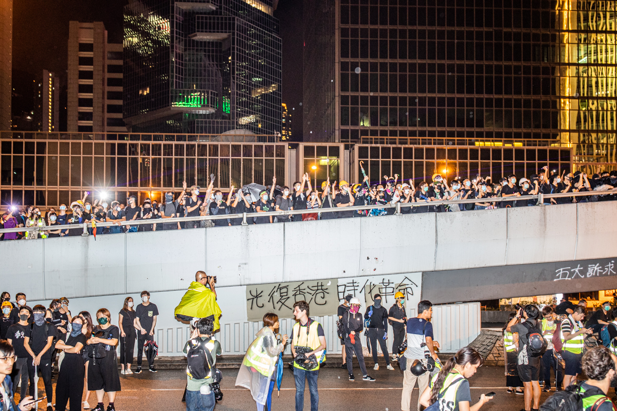 19.08.18 - Protestors occupy Harcourt Rd. and shine lasers on the PLA HQ and the HK government HQ.