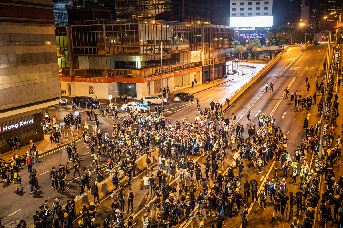 19.08.18 - Protestors surround a suspected spy during their occupation of Harcourt Rd. The media surround the protestors.