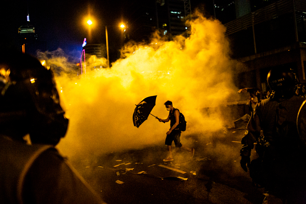 14.09.28 - Hong Kong: Protestors outside the government's headquarters in Admiralty have taken over harcourt Rd. Police respond with tear gas.