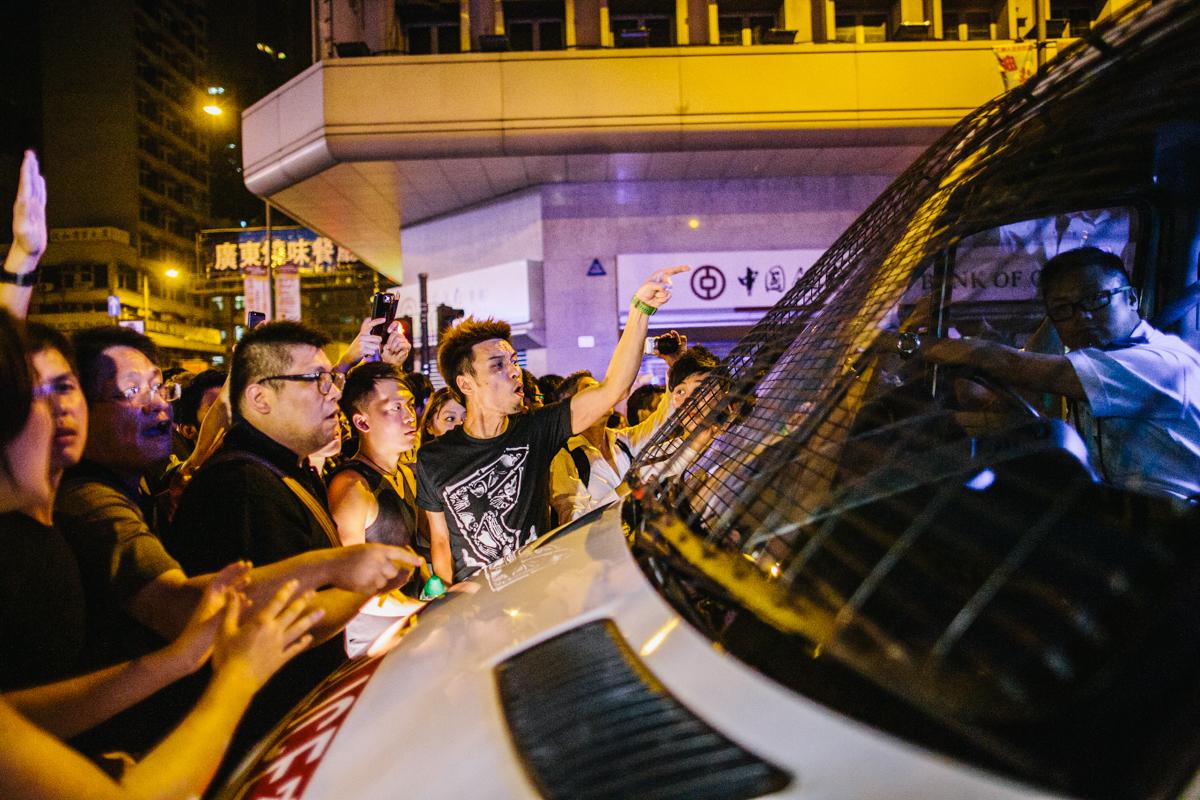 14.10.04 - Hong Kong: Protestors surround a police van in Mong Kok.