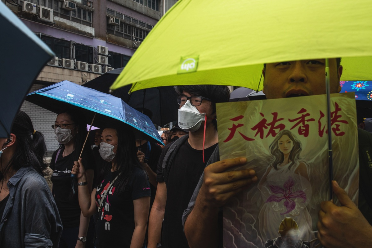 19.08.24 - Peaceful protestors marching in Kwun Tong.