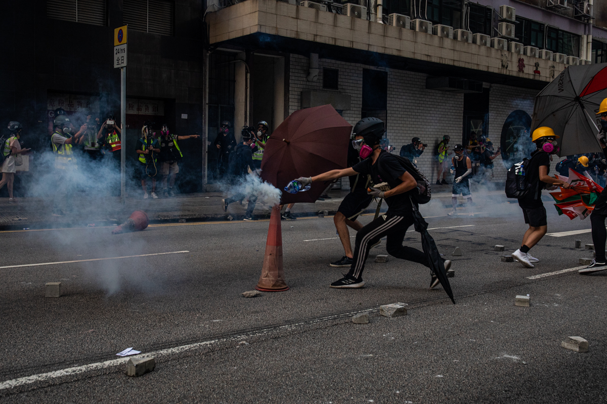 19.08.24 - Strategy for minimizing the impact of tear gas on protestors.