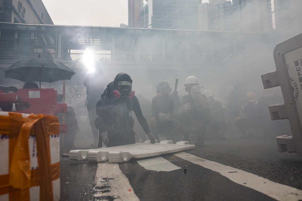 19.08.25 - clashes begin on Yeung Uk Rd