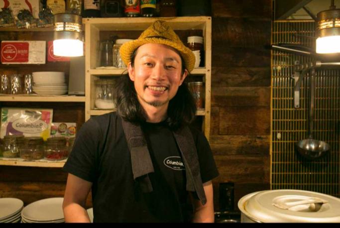 コロンビア8  店主写真 - Saki Nishijima.png