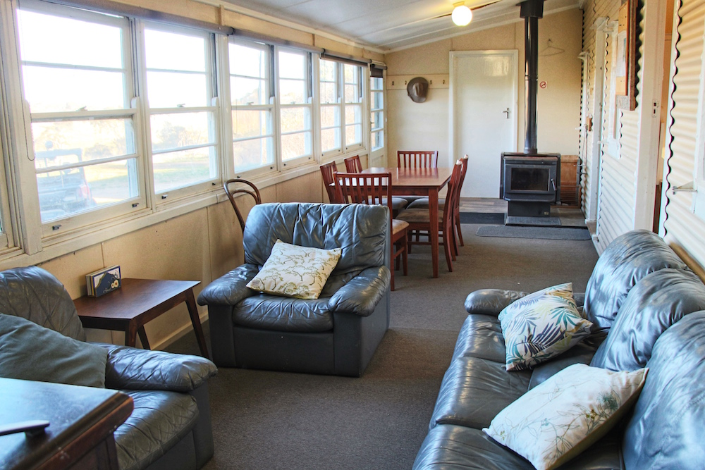 Adaminaby-Accomodation-S-Cottage-Lounge-2.jpg