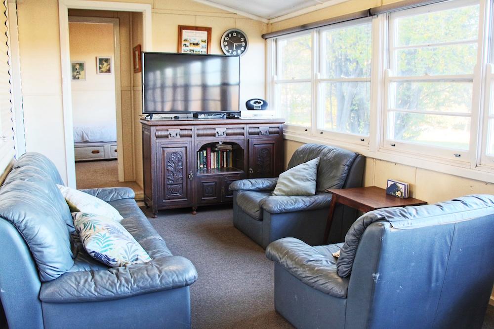 Adaminaby-Accomodation-S-Cottage-Lounge-1.jpg