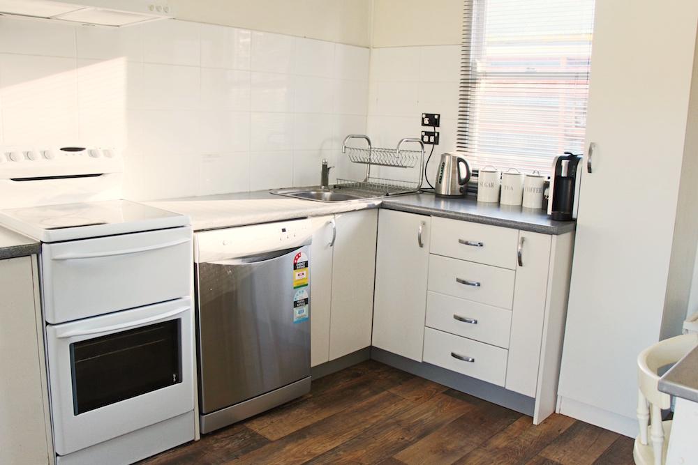 Adaminaby-Accomodation-S-Cottage-kitchen-3.jpg