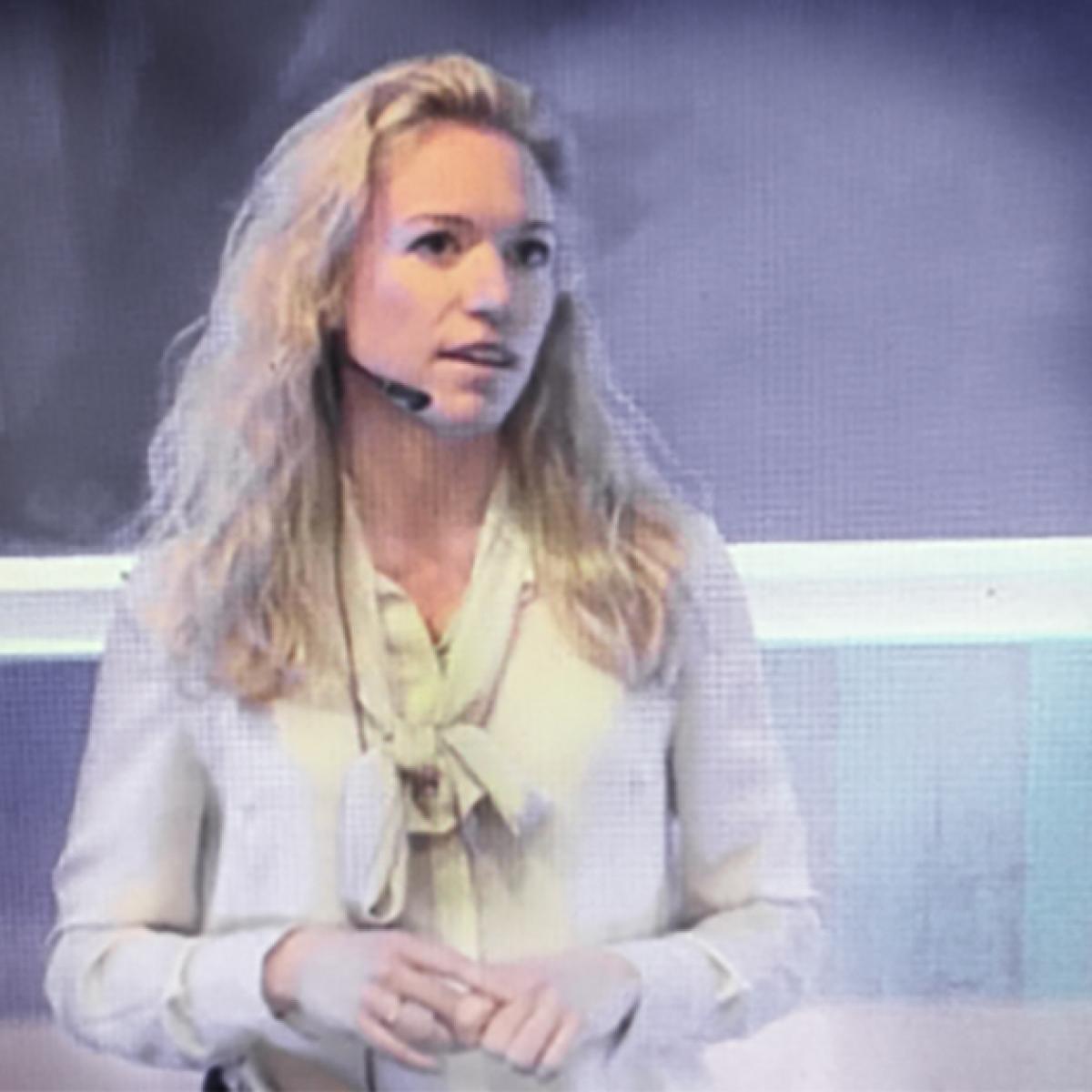 """Christina Andersson   Christina Andersson är leg. psykolog, yogalärare specialiserad på yinyoga och forskar om Compassion som en ny stresshanteringsmetod vid Karolinska Institutet.  Christina är medförfattare till den första svenska kursboken om Compassionfokuserad terapi och är ansluten vid Handelshögskolan i Stockholm där hon har genomfört ett forskningsprojekt som heter """"Compassion på jobbet"""" med fokus att studera compassion i organisationer via compassionträning för medarbetare och dess effekt på kulturen där vi fick spännande resultat som jag brukar föreläsa om.  Hon är en av grundarna till forskningscentret Centrum för social hållbarhet (CSS) vid Karolinska Institutet och sitter i styrelsen för Stiftelsen Ekskäret.  Christina ansvarar för en halvdagsutbildning i compassion under grundutbildningen.   www.compassionlifestyle.se"""