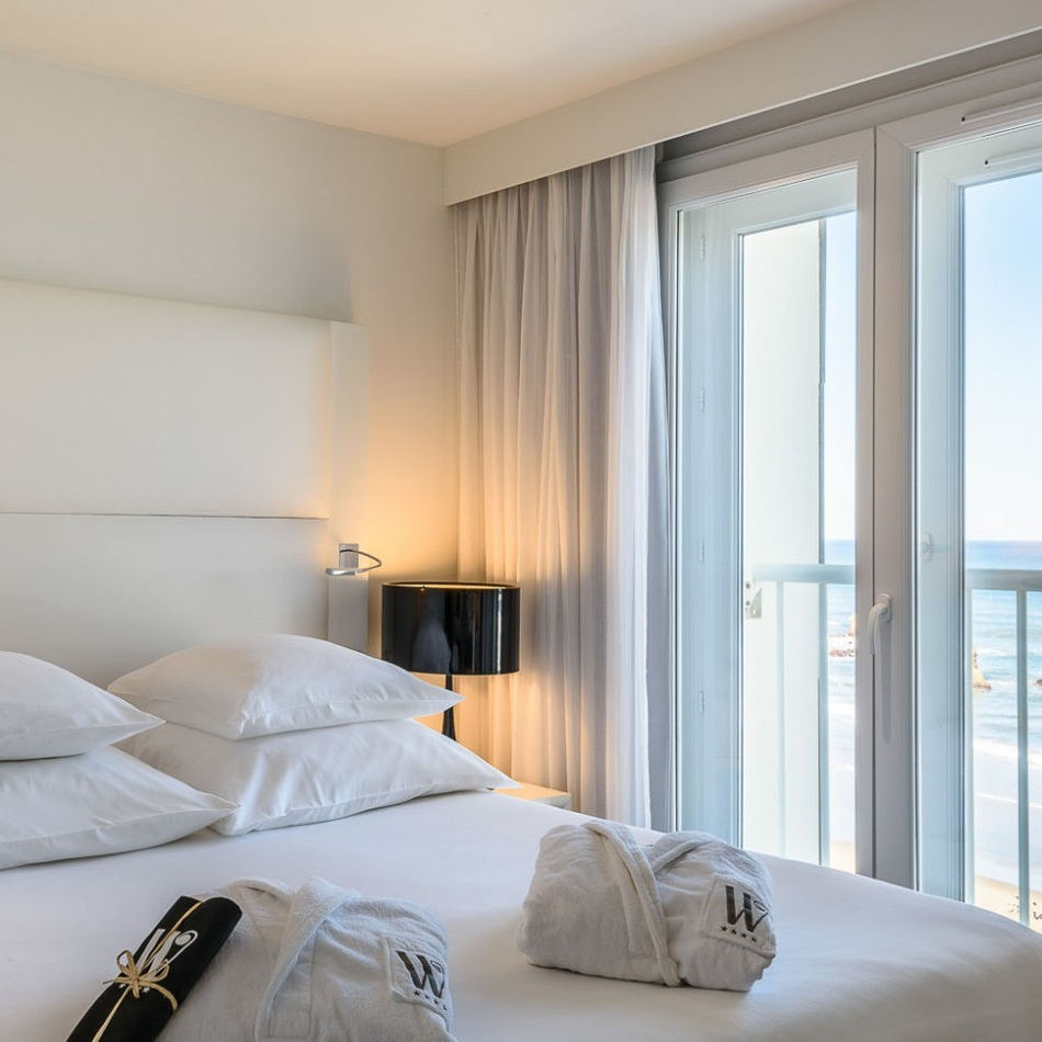 chambrestandardvuemerwindsorbiarritz-chambre-standard-vue-sur-mer-windsor-biarritz.jpg