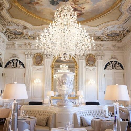 salon-blanc-restaurant-le-baron-chateau-de-ferrieres-77-860x500.jpg