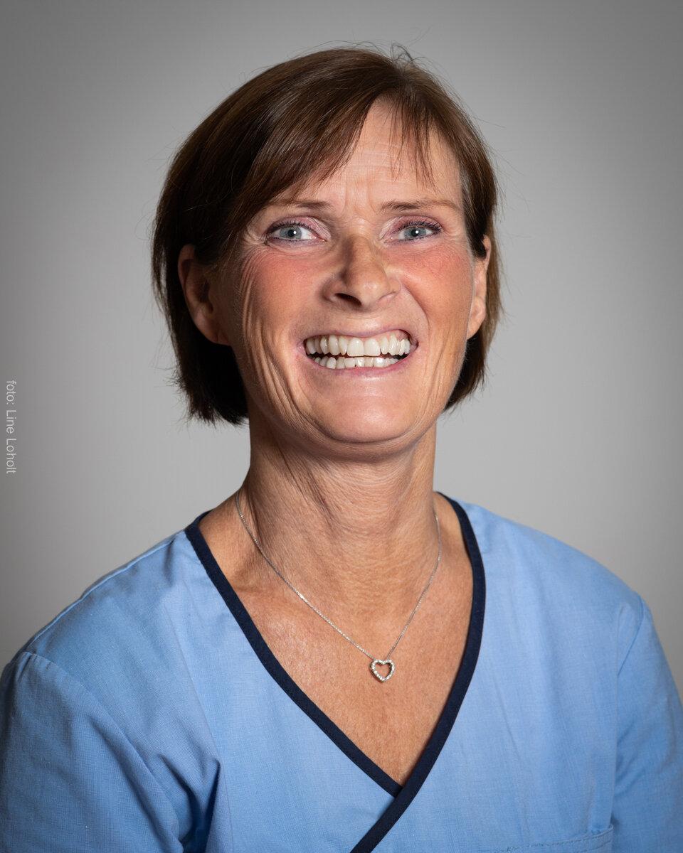 Bente Børresen - KiropraktorFødt 1963. Studert på Norges Idrettshøyskole med grunnfag Idrett. Graduerte som kiropraktor i 1990 ved AECC i England. Tok turnus i Bergen hvor hun ble i 2 år. Etablerte egen klinikk i Bamble i 1993, og jobbet der tverrfaglig sammen med akupunktør, homeopat og fotterapeut i 5 år. Startet så opp egen praksis i Larvik, som i dag har vokst til å bli Kiropraktorhuset.Fullførte videreutdanning i klinisk medisinsk akupunktur for muskel- og skjelettproblemer i 2012.