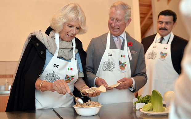Prince Charles and Camilla make  pastes  in Real del Monte.