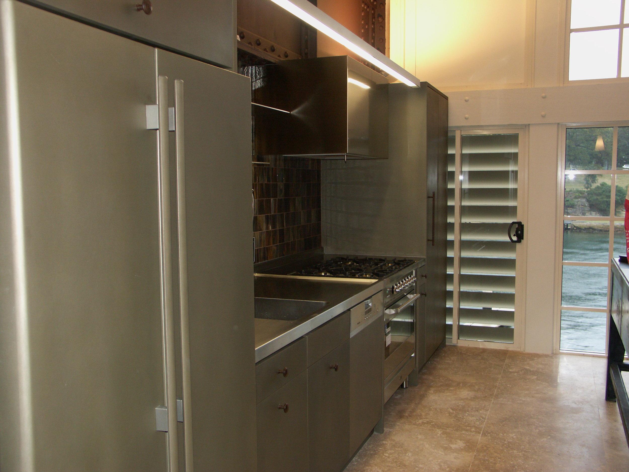 metallic-kitchen-liqmet