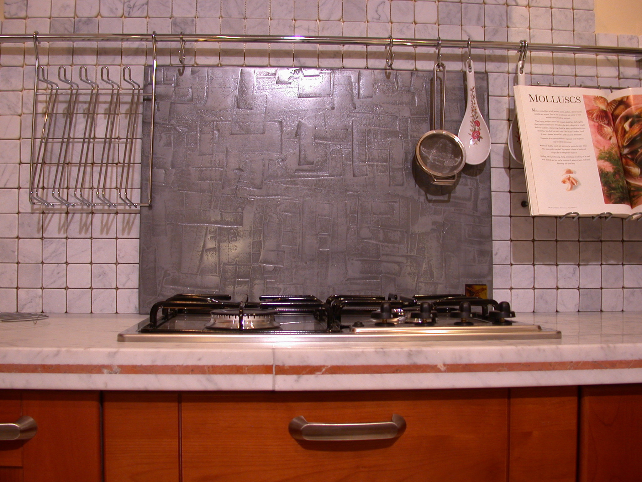 liqmet-platinum-kitchen-splashback