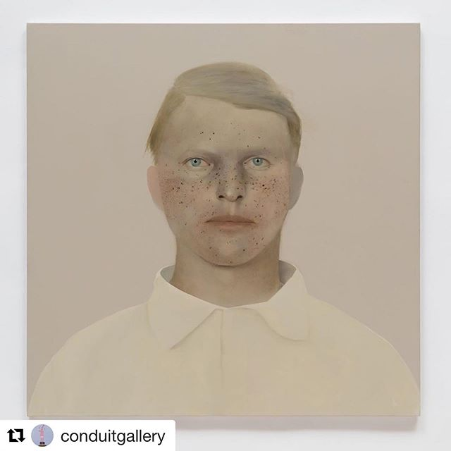 """@conduitgallery ・・・ 'An Unlikely Likeness', Sarah Ball's first solo US museum exhibition will open September 7 at The Grace Museum TX . The exhibition will be on view through February 22, 2020. #sarahball #sarahballartist . . Sarah Ball, AC20, 2018, oil on linen, 36x36"""""""