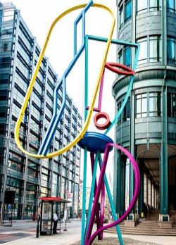 Bruce McLean, Eye I, coloured steel, Broadgate, London EC2 (photo: © Bruce McLean)