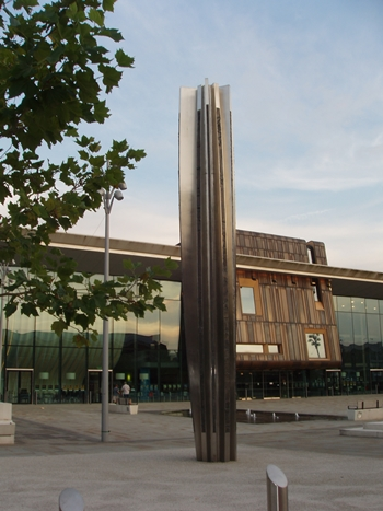 Danum , 2012, stainless steel, bronze h. 8m., Sir Nigel Gresley Square, Doncaster photo courtesy of the Public Monuments and Sculpture Association