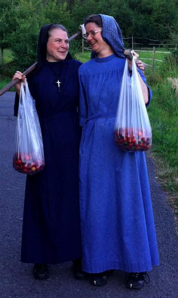 sisters02.jpg