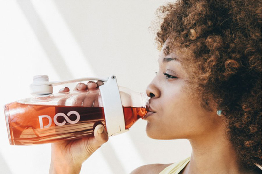150860-mulher-bebendo-drinkfinity-w540-100dpi.jpg