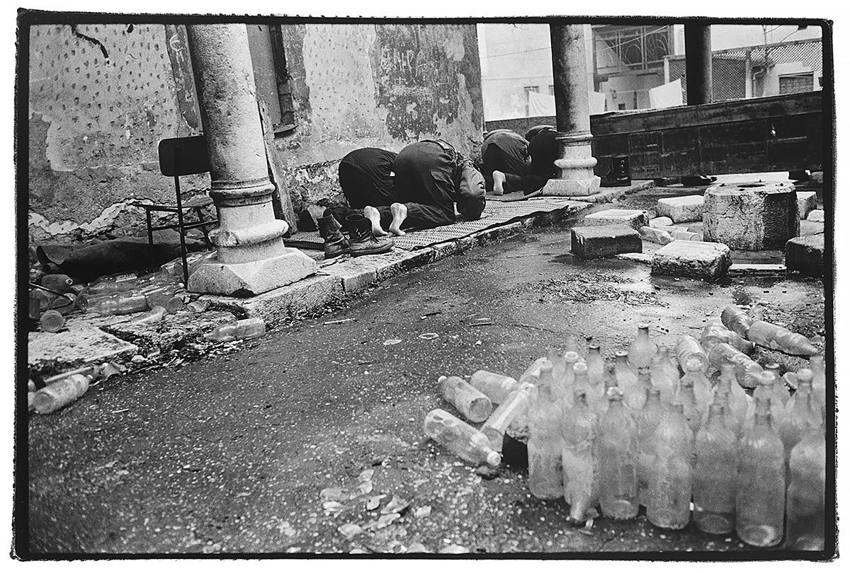 sarajevo-bosnia-prayer-mosque-war.jpg