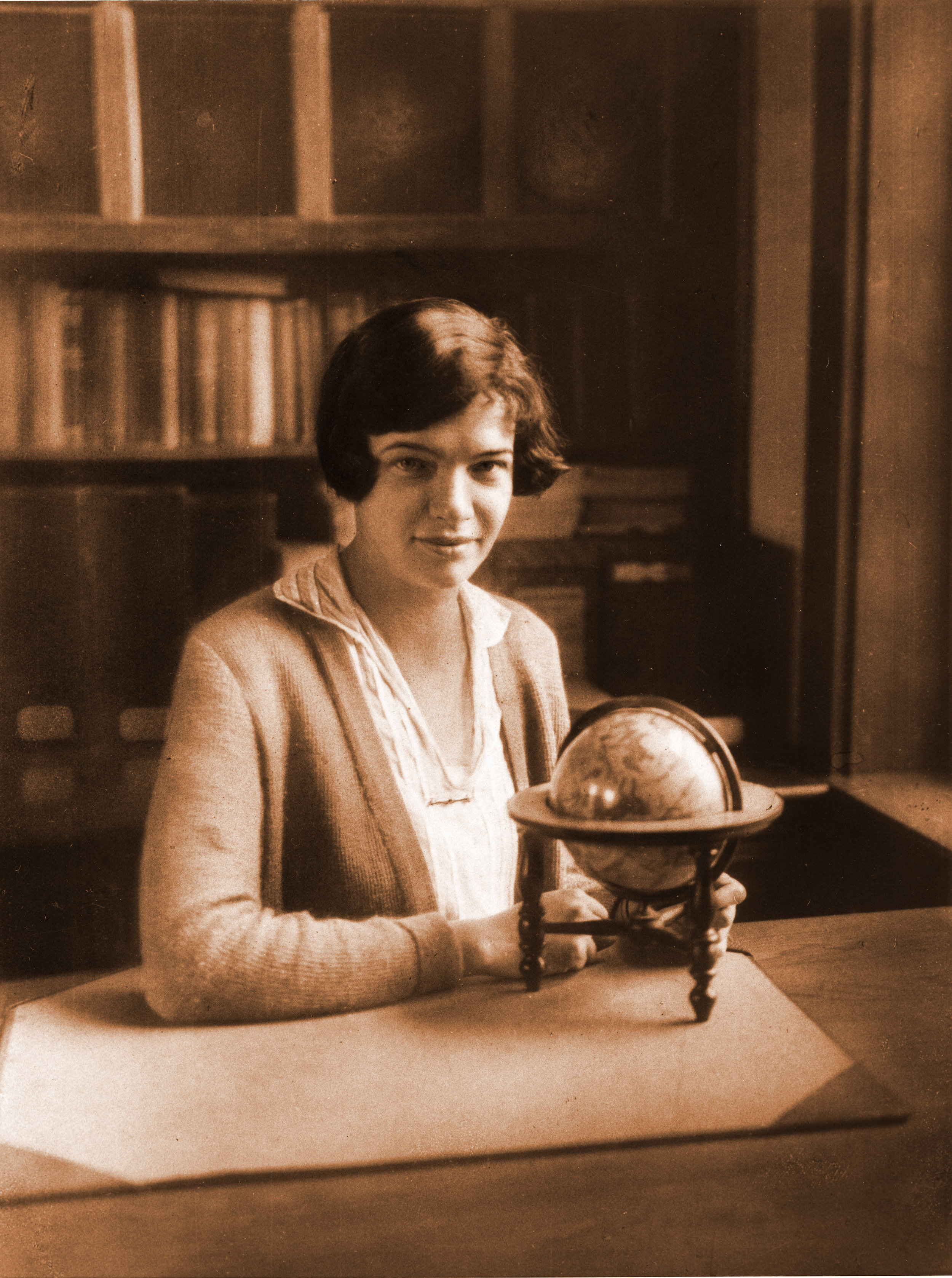 Adelaide Ames co-author of the Shapley-Ames Catalog, HCO  Photo source:       ESVA, Shapley Collection