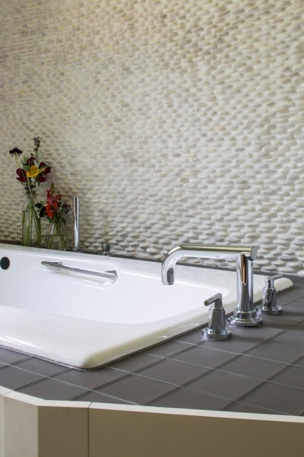 DuBois-master-bath-tub-599x900.jpg