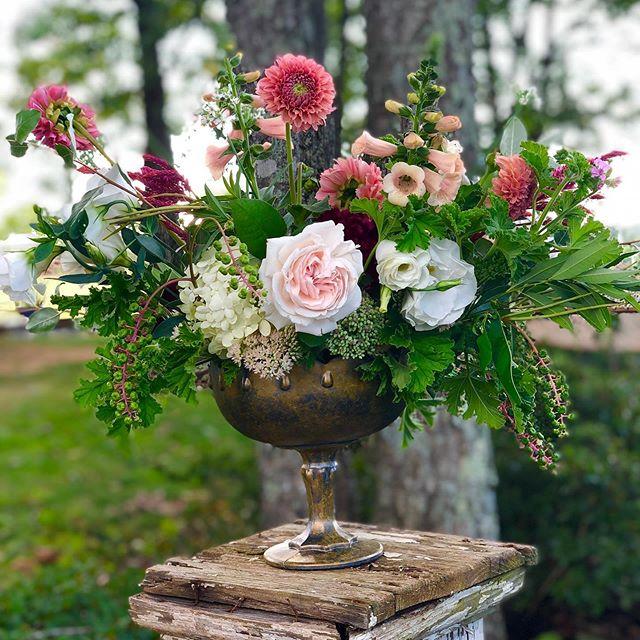 Full of my favorite blooms for the season. #rosefieldfarm#davidaustinroses#dahlias#weddingflowersinspiration#apx