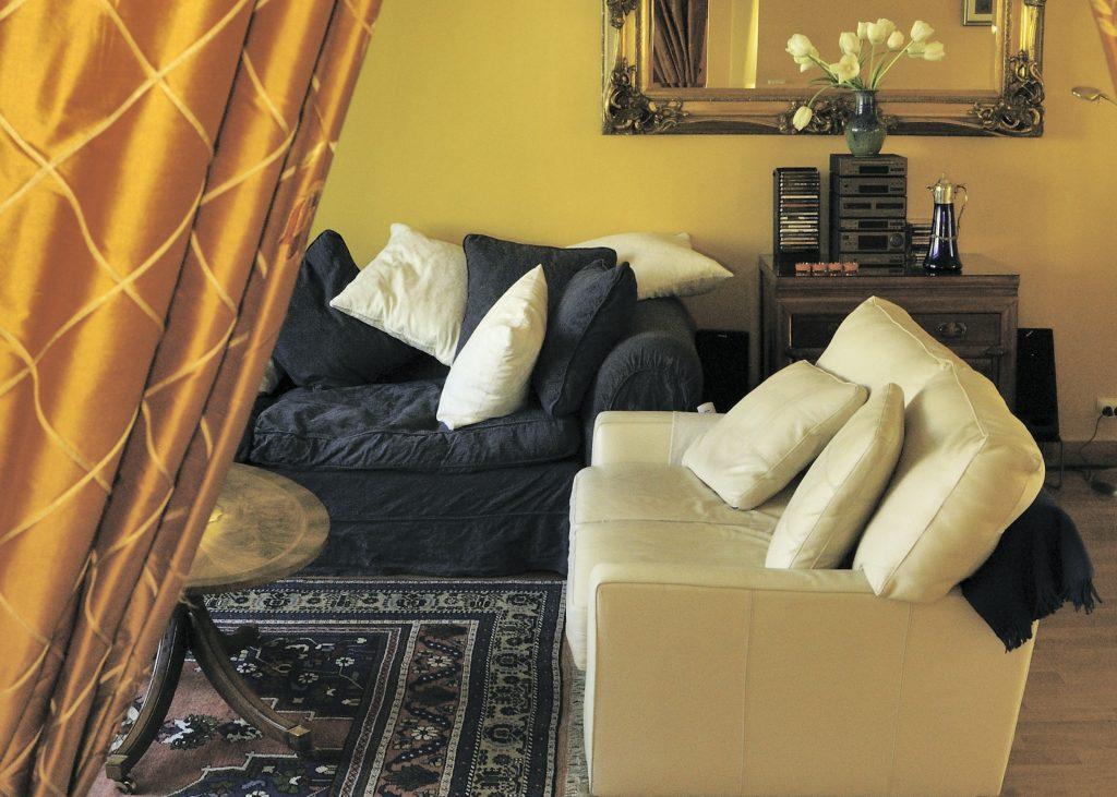 52Clichy-B&B-living-room-landscape.jpg