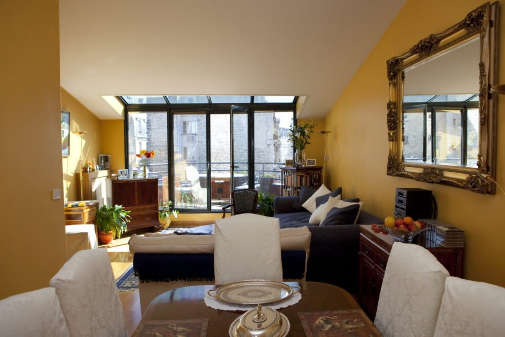 52Clichy-B&B-Livingroom.jpg