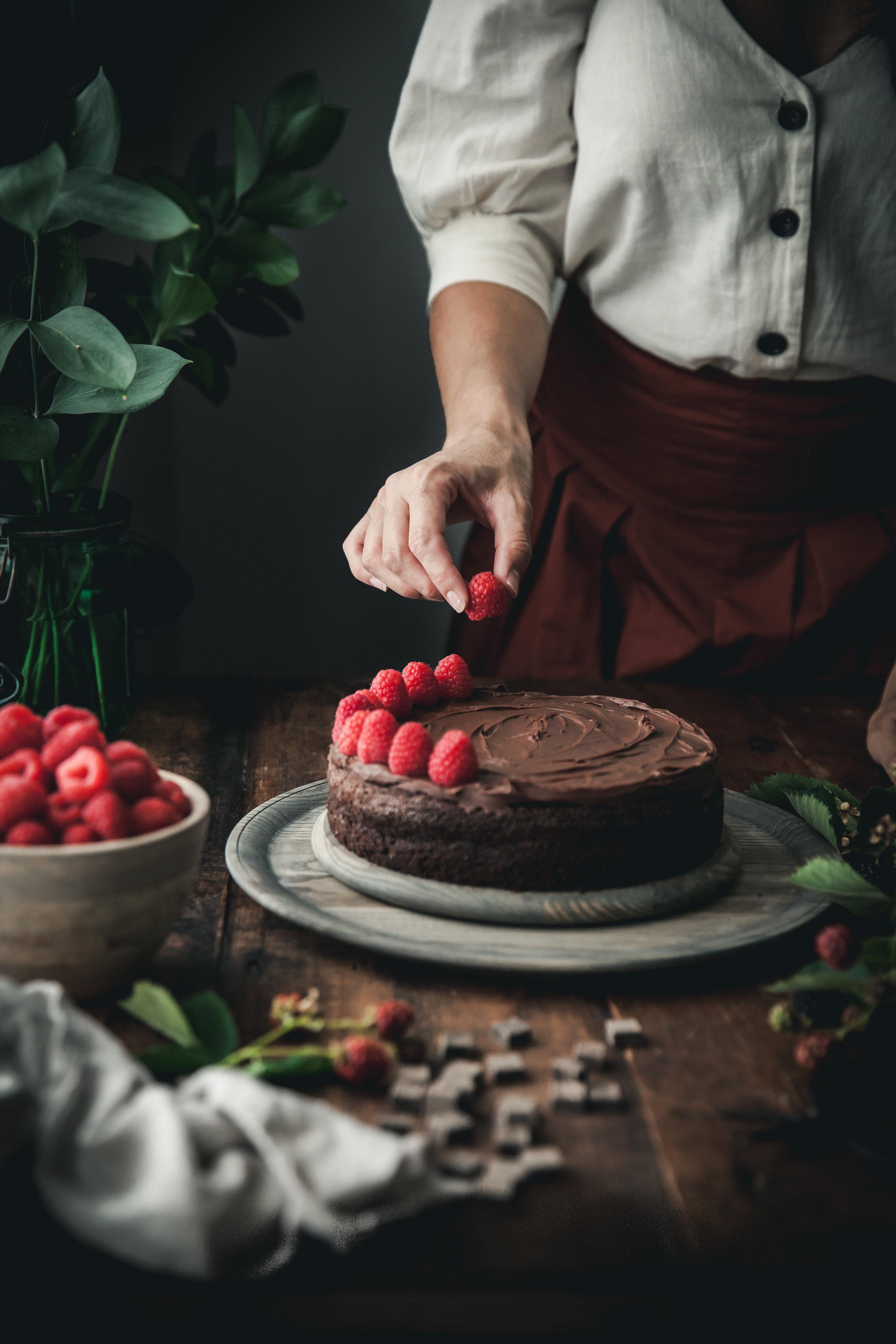 paleo chocolate raspberry cake 2 (1 of 1).jpg