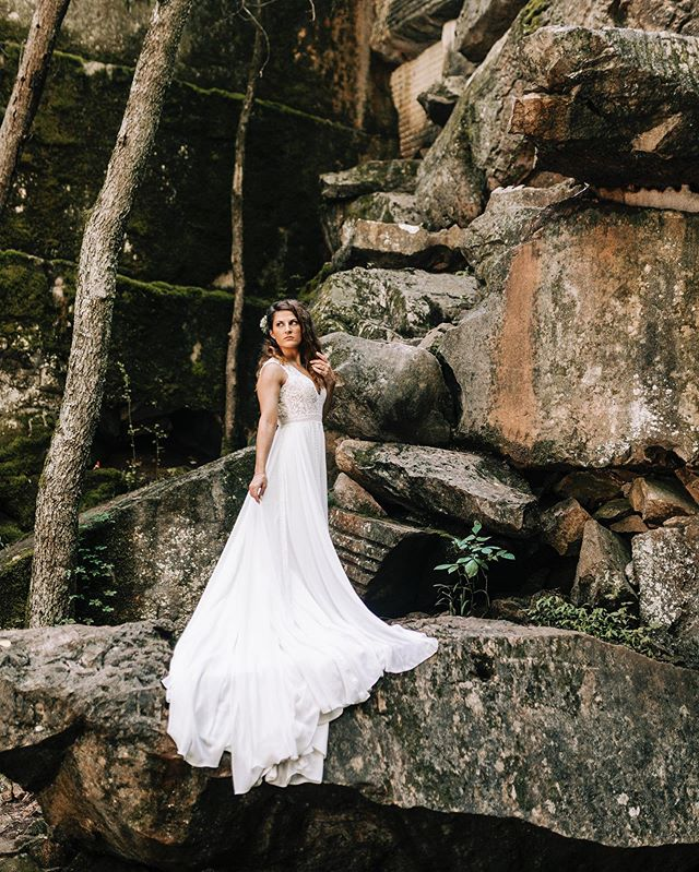 Loving this backdrop to show off one of our beautiful brides in her gorgeous gown🌿 📷 @jordanalyssacreative • • •  #supportlocal #supportlocalbusiness #shopsmall #shoplocal #smallbusiness #smallbusinessowner #sew #sewing #seamstress #bridal #bridalsewing #bridalalterations #seamstresslife #lifeofaseamstress #alterations #custom #customfit #brides #weddings #tennesseeweddings #knoxvillebride #knoxvilleweddings #weddinggowns #bridalgowns #shesaidyes #realbrides #weddingplanning #thebigday #tietheknot