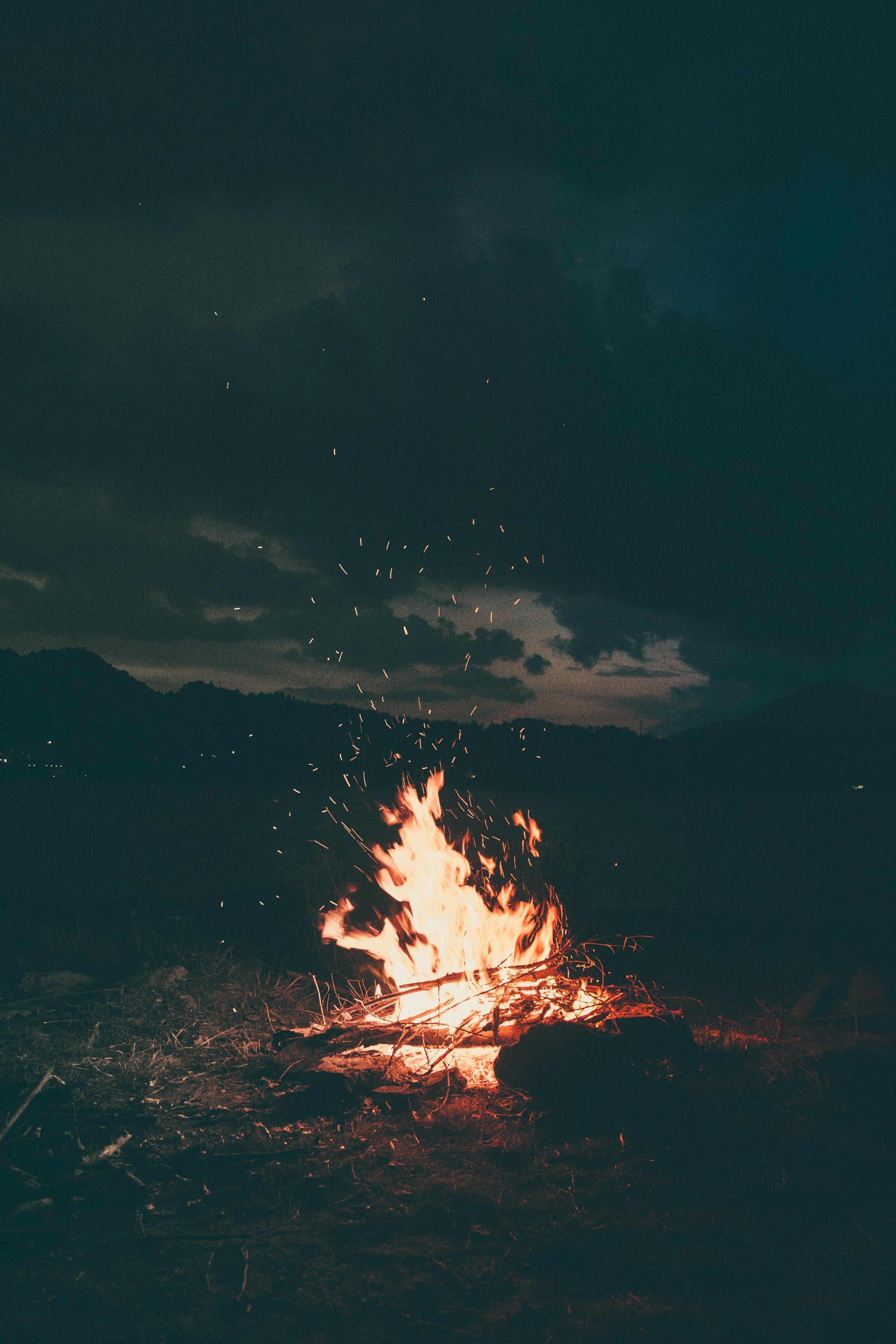 bonfire-burning-camp-1368382.jpg