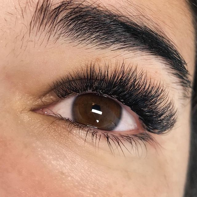 Excuse me a second while I admire these beauties 🤤  I love this #volumefullset because it was created using shorter #lashextensions than I'm used to applying and they came out perfectly 😍  Style: Doll Volume Full Set  @lashmakers CC Curl .07 7-11mm  #grandrapidslashextensions #grandrapidslashes #grandrapidsmi #masterlashartist