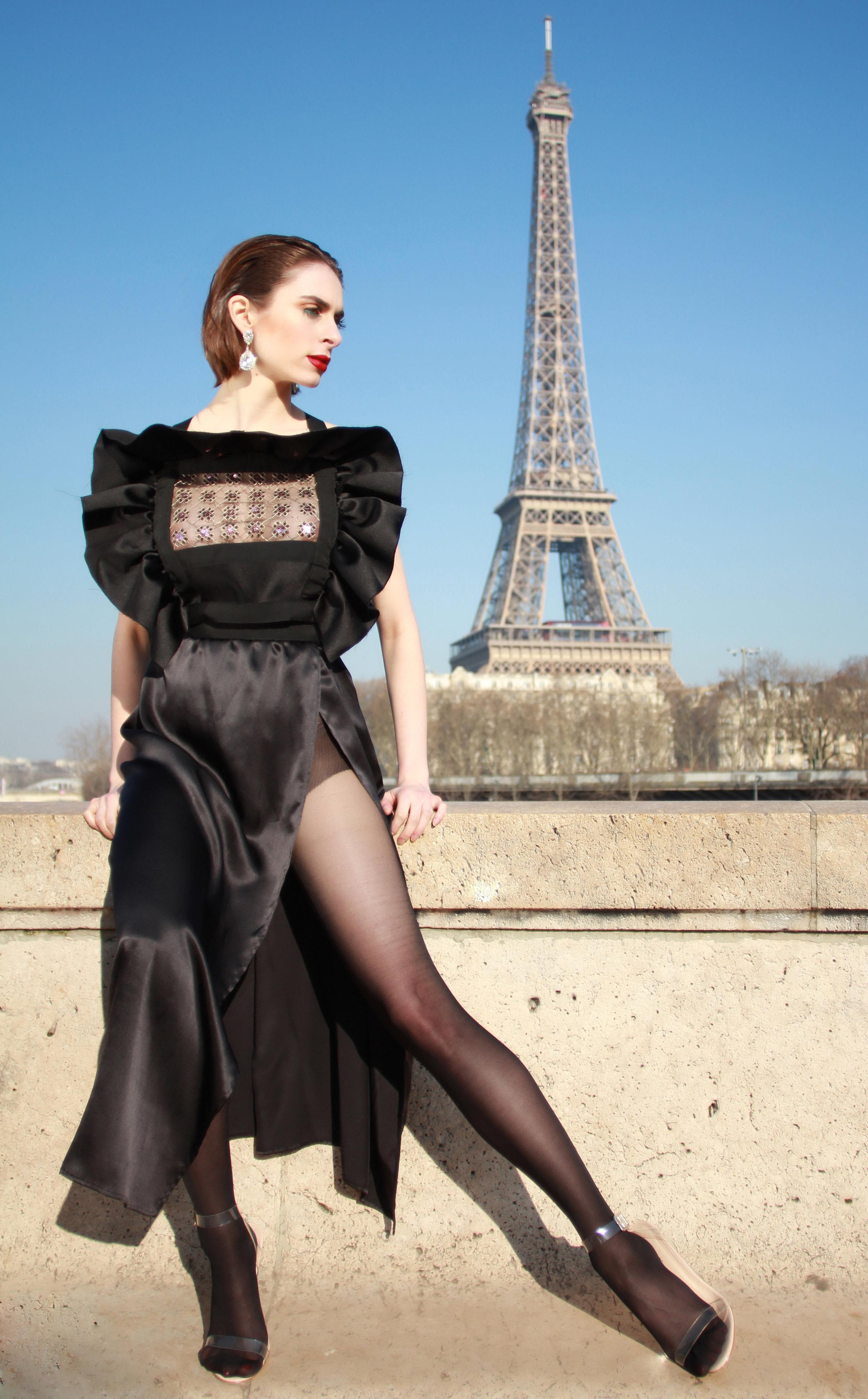 Dress : « The Niké » , Moira Cristescu  Earrings: Swarovski  Heels: Yeezy Season 2