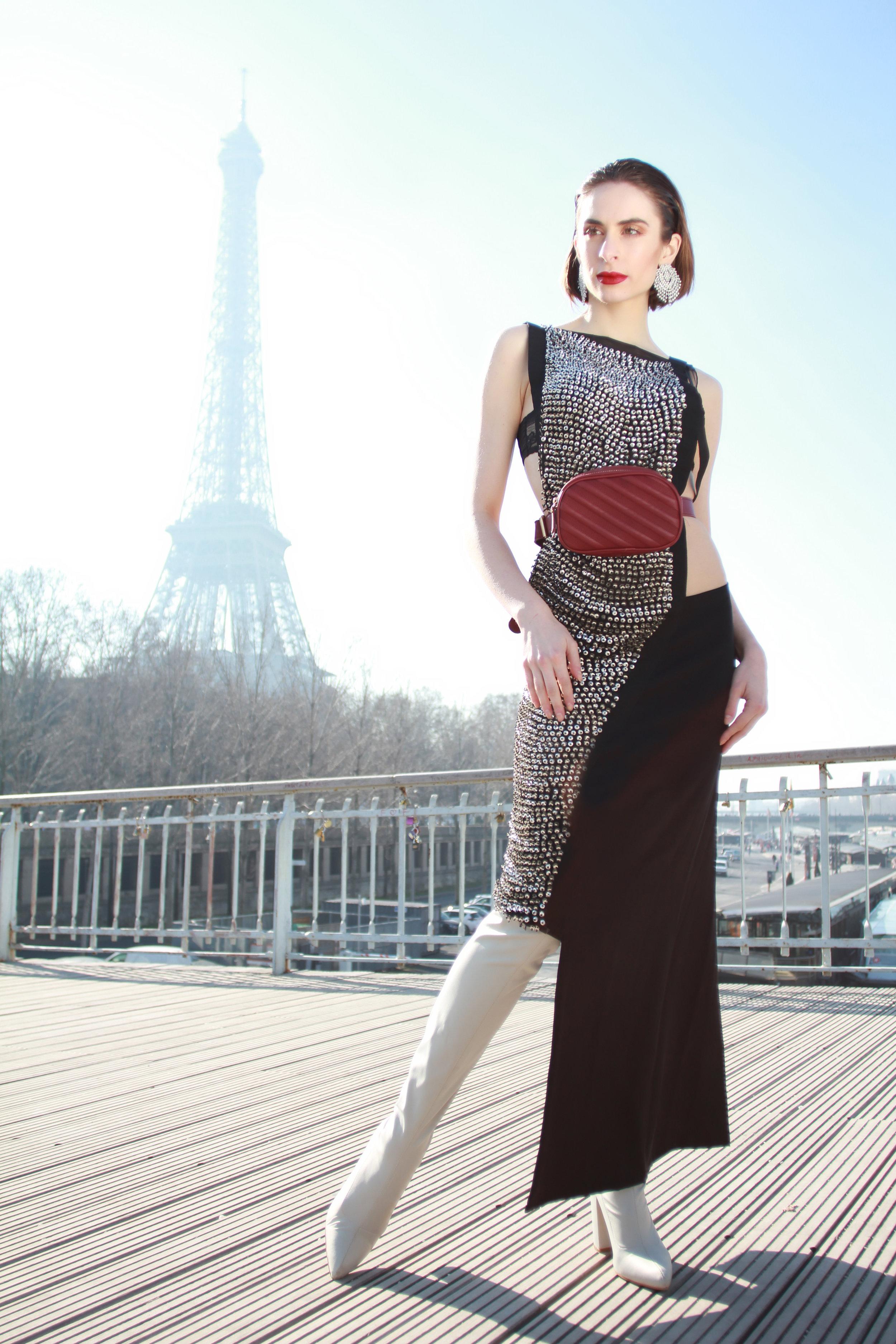 Dress : « The Uranie », Moira Cristescu  Boots : Stuart Weitzman  Bag : Michael Kors  Earring : Marina de Kent
