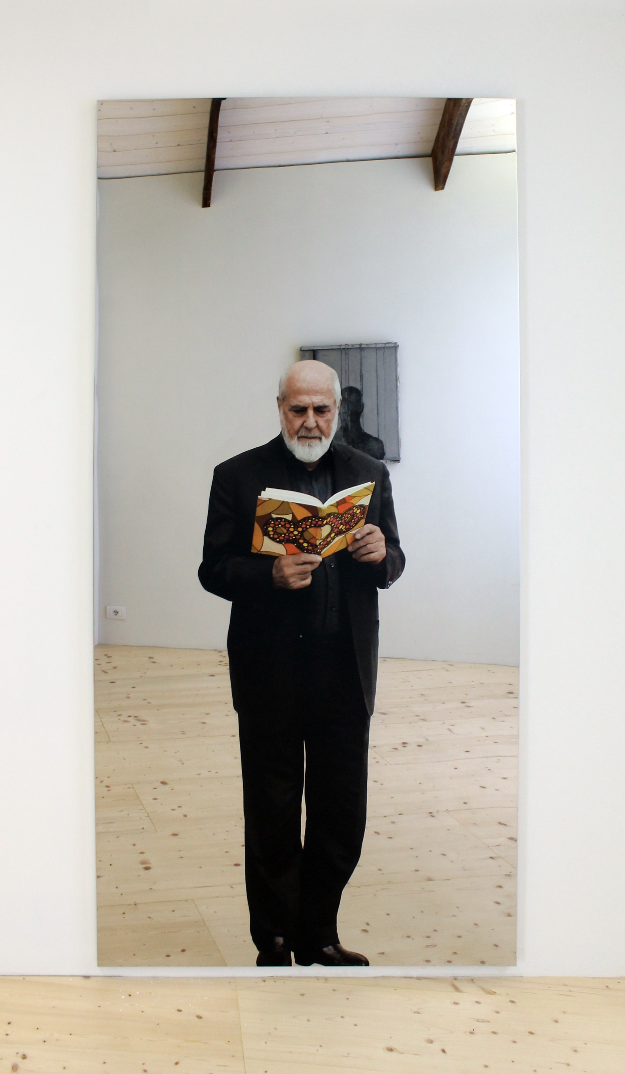 Michelangelo Pistoletto, Autoritratto con quaderno Terzo Paradiso, 2017  Credit photo: A. Lacirasella