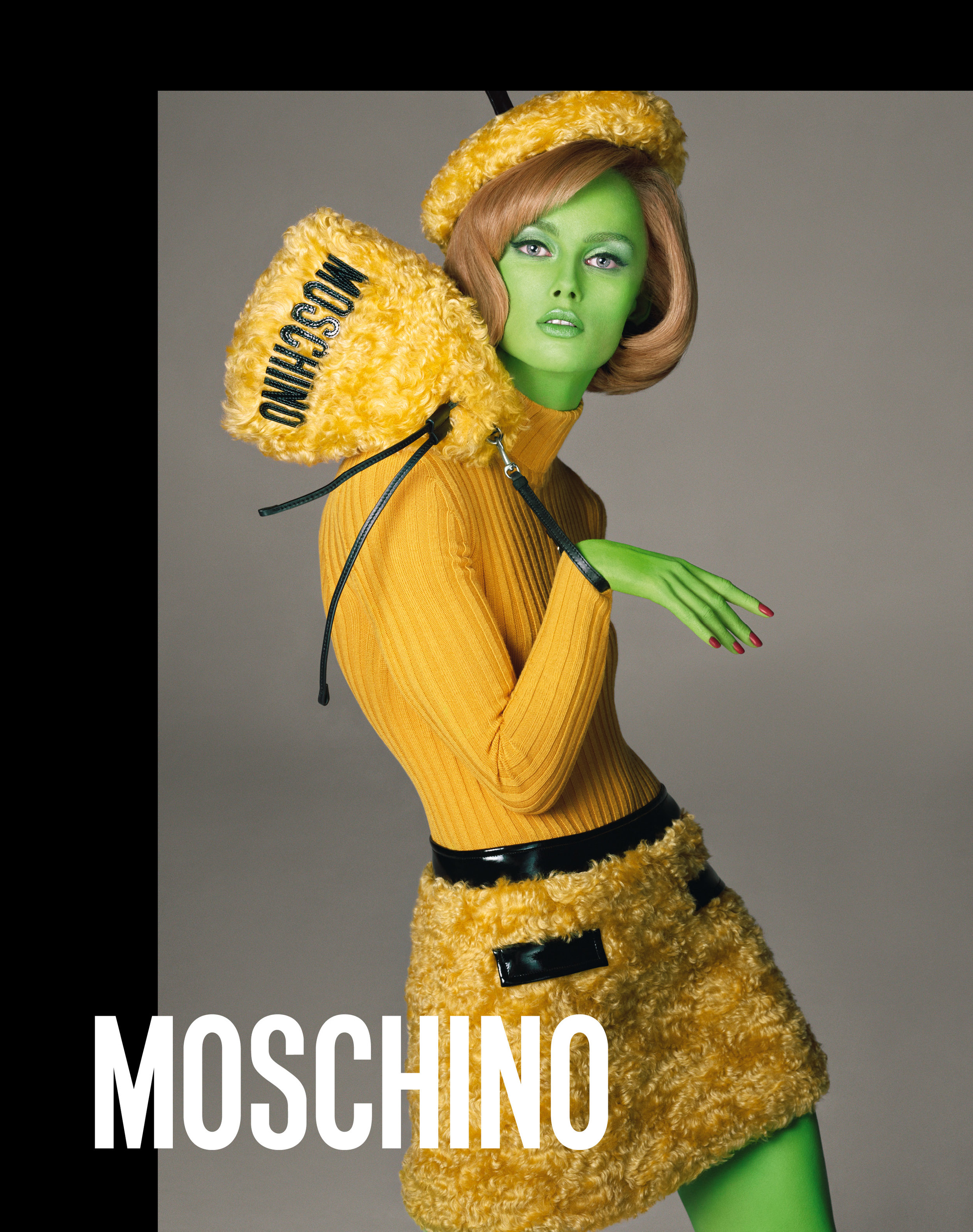 Moschino_3_e4_moschino_fw_18_19_adv_campaign_images_-_rianne_van_rompaey.jpg