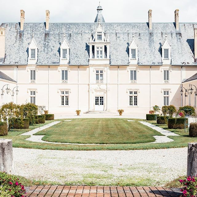 Mariage dans un château de la Loire 🏰💍. . . #mariage #mariage2019 #mariagechampetre #mariageboheme #blogmariage #wedding #weddingday #weddingblog #amour #love #union #romantique #photographe #destinationwedding #destinationweddings #larochelle #iledere #charentemaritime #bordeaux #nantes #paris #france #mariagefrance #mariage2020